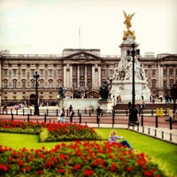 Photo taken at Buckingham Palace by ✈✈ Mhmtali. ✈✈ on 5/29/2013