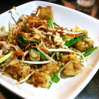 Photo prise au Jackie M Malaysian Cuisine par The Very Hungry Katerpilla le5/17/2013
