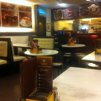 Photo taken at OldTown White Coffee by Ivan L. on 11/25/2012