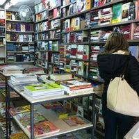 Foto tirada no(a) Librería española Dykler por Ben A. em 1/11/2013