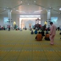 Photo taken at Masjid Al-Muktafi Billah Shah (Masjid Ladang) by Nurhasnina H. on 7/8/2016
