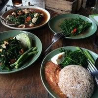 Photo taken at บ้านผักหวาน by Gartoon on 9/18/2016