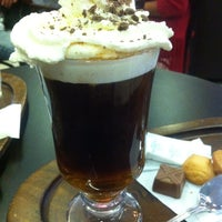 Foto tomada en Coffee & Choc por Camila Fernanda R. el 4/23/2013