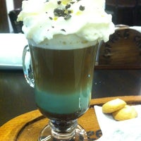 Foto tomada en Coffee & Choc por Camila Fernanda R. el 3/13/2013