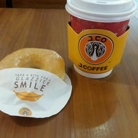 Photo taken at J.Co Donuts & Coffee by Anton T. on 1/4/2017