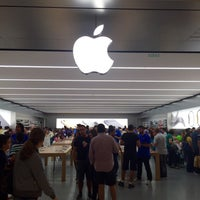 Photo taken at Apple Morumbi by Joziel R. on 4/25/2015