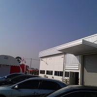 Foto tomada en Kayama Engineering (Thailand)Co.Ltd New Factory por Kobe L. el 3/6/2013