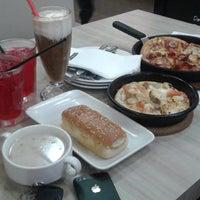 Photo taken at Pizza Hut Nilai by Yuyuyy L. on 4/25/2016