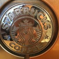 Das Foto wurde bei Starbucks von Claudia H. am 5/5/2016 aufgenommen