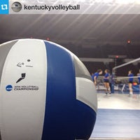 Foto tirada no(a) Memorial Coliseum por University of Kentucky em 12/6/2014