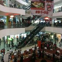 รูปภาพถ่ายที่ Tampines Mall โดย Pritesh S. เมื่อ 7/13/2013
