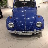 Снимок сделан в Volkswagen Центр Север пользователем Alexander K. 11/22/2013
