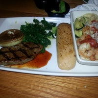 Photo taken at Applebee's Neighborhood Grill & Bar by Jackqulyn H. on 7/20/2014