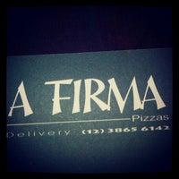 Foto tirada no(a) A Firma Pizzas por Michelle V. em 10/14/2012