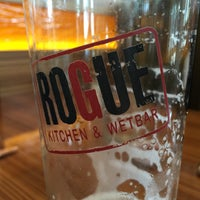 Photo taken at Rogue Kitchen & Wetbar by Sérgio V. on 6/22/2016