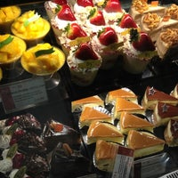 Foto scattata a 85C Bakery Cafe - Irvine da Christina C. il 12/28/2012