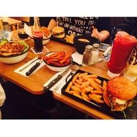 Photo taken at Buddies Burger Bar by Zelfi Setenay E. on 11/13/2015