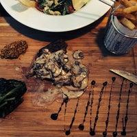 6/14/2014 tarihinde Serpil Sevengil Ş.ziyaretçi tarafından Nossa Cafe & Brasserie'de çekilen fotoğraf