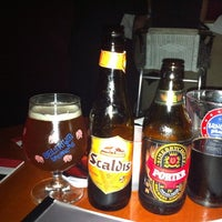 Foto tomada en The DRB (Democratic Republic Of Beer)  por Shanté S. el 11/18/2012