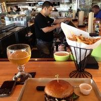 Das Foto wurde bei Hopdoddy Burger Bar von Ryan L. am 6/13/2013 aufgenommen