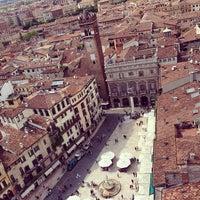 5/12/2013에 Katrina Y.님이 Piazza delle Erbe에서 찍은 사진