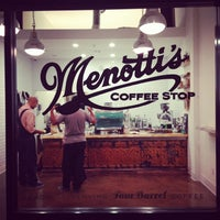 Photo prise au Menotti's Coffee Stop par Krystle S. le10/3/2013