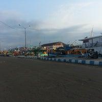 Photo taken at Pelabuhan Mayangan by Jajok S. on 6/20/2014