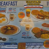 Photo taken at Waffle House by Keya S. on 6/9/2016