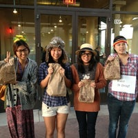 Photo taken at Chipotle Mexican Grill by Iris L. on 11/1/2012