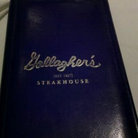 Foto scattata a Gallagher's Steakhouse da Barbie G. il 12/4/2012