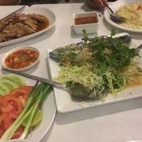 Foto tirada no(a) Phuttaraksa Restaurant por porkaeww em 10/1/2017