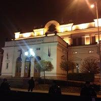 12/20/2013 tarihinde Borislav K.ziyaretçi tarafından пл. Народно събрание (Narodno sabranie Sq.)'de çekilen fotoğraf