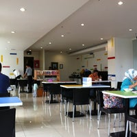 Photo taken at Amaris Hotel Pemuda - Semarang by honeybear i. on 11/20/2012