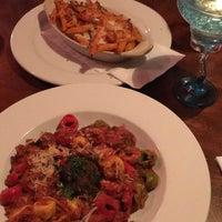 Foto tirada no(a) Gamberetti's Italian Restaurant por Julia M. em 10/2/2017