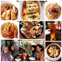 Photo taken at Pizza Hut by Rani H. on 7/15/2016