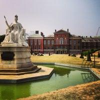 Photo taken at Kensington Palace by Cigdem S. on 7/12/2013