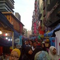 Photo taken at Pasar Malam Jalan Tuanku Abdul Rahman by Mohd Syahrul F. on 5/18/2013