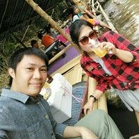 Photo taken at ร้านป้าแต้ Food And Rafting by Pj Khak K. on 3/30/2016