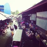 Photo taken at Damnoen Saduak Floating Market by MsDia A. on 7/8/2013