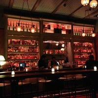 Photo prise au The Flatiron Room par Tara R. le12/28/2012