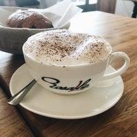 8/28/2017 tarihinde Anna Y.ziyaretçi tarafından Rosallie French Cafe'de çekilen fotoğraf