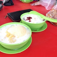 Photo taken at Cendol Seri Serkam by Norliliyana Z. on 10/9/2017