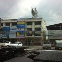 Photo taken at ตลาดนัดปากร่วม by Boy™ ®. on 11/6/2012