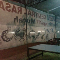 Photo taken at Seafood Central Rasa by M Yustian I. on 7/5/2013