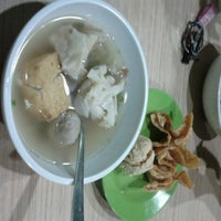 Photo taken at Bakso Bakwan Malang (BBM) OKE by Nylam A. on 1/16/2013