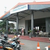 Photo taken at Stasiun Mojokerto by Marquezt B. on 11/22/2012