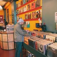 Das Foto wurde bei Songbyrd Record Cafe von Bella Y. am 11/19/2016 aufgenommen
