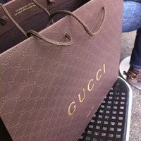 รูปภาพถ่ายที่ Gucci โดย Chochot เมื่อ 9/26/2012