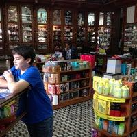 Photo taken at Farmacia y Perfumería Catedral by Mariano H. on 4/13/2013