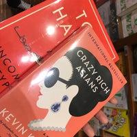 Foto tomada en Books Kinokuniya por Yada P. el 9/6/2018